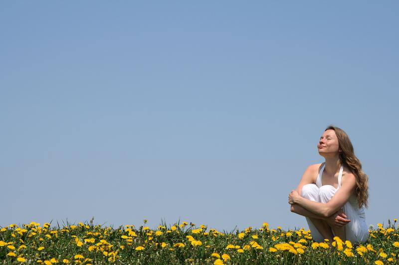 woman-flower-field-sun