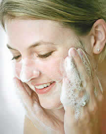 photo_woman_washing_face