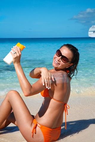 woman-applying-sunscreen2