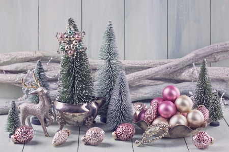 pink-christmas-decorations