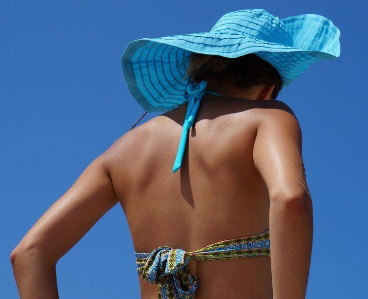 bikini back pixabay