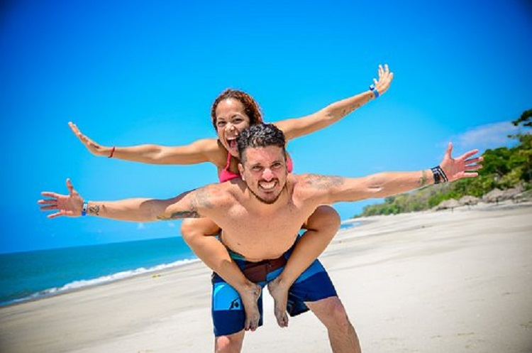 Beach couple Pixabay