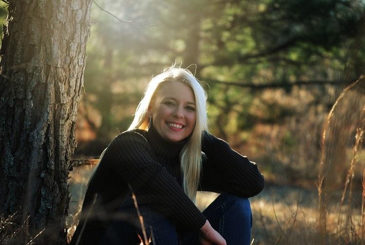 Fall Girl in sunshine pixabay1